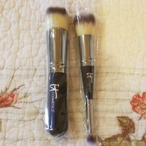 It COMETICS Make Up Brushes set of 2